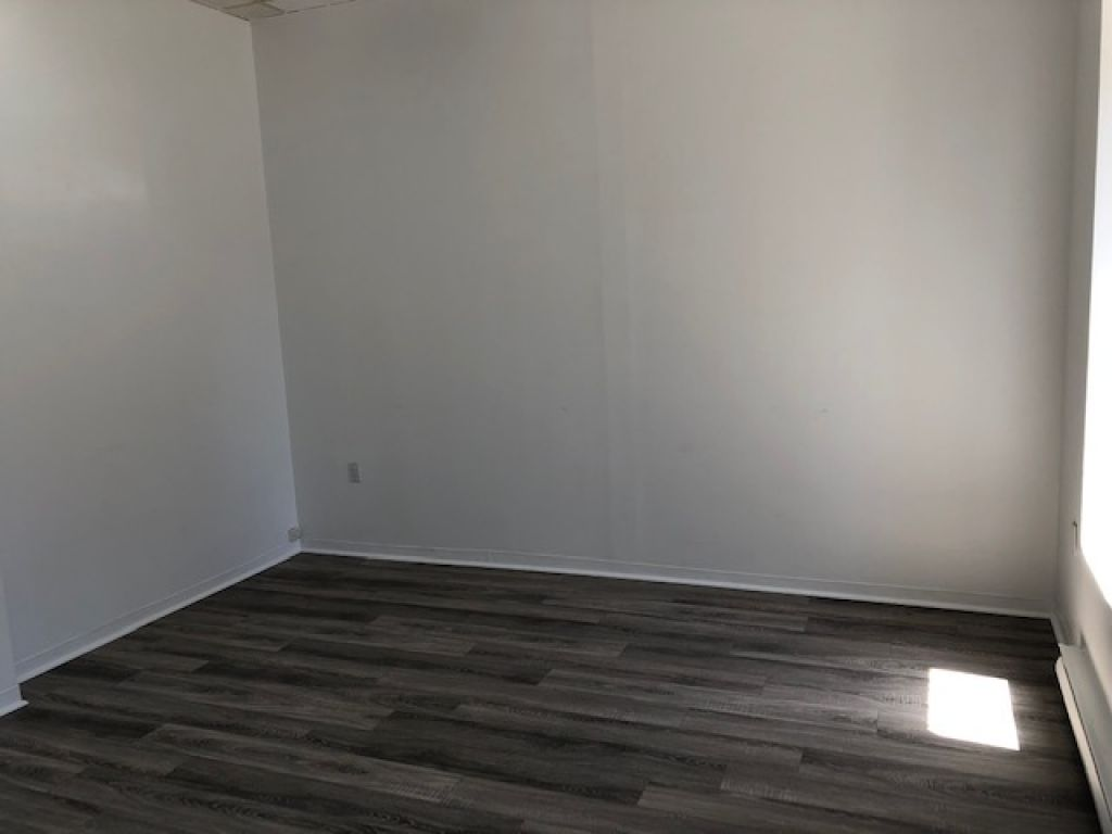 Office/Commercial Space 560sqft - Notre-Dame East - $15/sqft