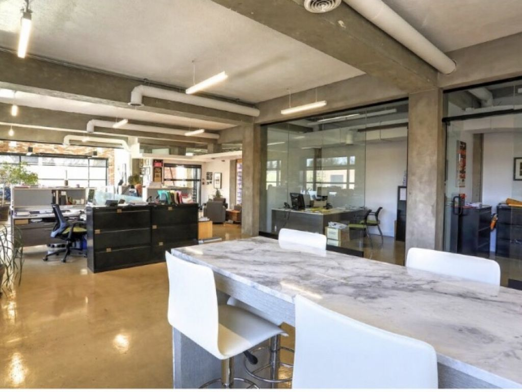 Office spaces to rent 4000 to 32 000 sq.ft on St-Laurent Blvd.